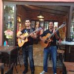 Alian et Maikel, bar/restaurant Couleurs Café à Marseillan (sud de la France)