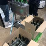 香月ワインズ・リンスの機械と空瓶