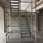 Escaliers de chantier pour l'accès à l'étage dans le 77