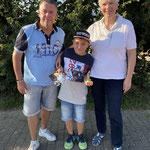 Sonderehrung für Luca als jüngstem Teilnehmer der Malscher 3er-Cups