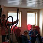 Dans le ferry, les enfants s'éclatent !