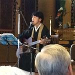 歌う尼僧・鈴木君代 ライブ&トーク① 舞台の袖にはミキサーがいて、素晴らしい音響設備でした。