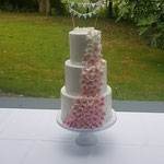 Ombre Flowers Wedding Cake, Lenneke en Fedor, Bruidstaart Den Bosch, Weddingcake Den Bosch. lokatie Kasteel Meerwijk