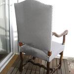 fauteuil Louis XIV finition cloutée