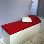 coussin sur mesure sur coffre d'angle de salle de bain