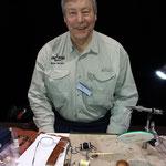 Mein Bindenachbar Brian Burnett aus Schottland. Er zeigt herrliche Lachsfliegen!