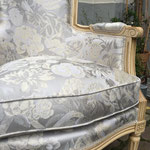 Réfection tissu bergère style LouisXVI - Tissu Rousseau de Rubelli et passementerie lézarde d'Houlès