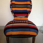 Réfection tissu d'une petite chauffeuse style Napoléon III avec drappé ethnique