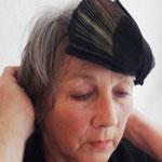 """Maske 14 """"Korone"""" von Ursi Fürtler + Wally Jungwirth, 2020, Fächer- und Perlhuhnschal bedruckt und zur Maske verarbeitet, mit 2 Inlets, Klettverschlüße"""