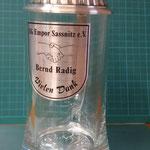 45. Lasergravierte metallisierte Folie auf Bierkrug