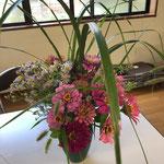 滝口さんがお庭の花を活けて下さいました