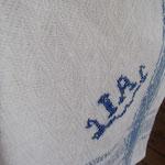 白地の部分にもバーズアイの織り柄がよく見えます