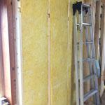 室内側に下地を入れて断熱材を2重に入れて24㎝。少し部屋が狭くなりますが、うちの間取りは全く問題ないです。