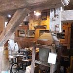 Man kann die gesamte Mühle begehen und sieht die alte Technik zum angreifen nahe