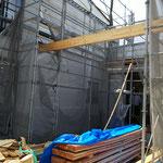 2020年7月12日 玄関前の横柱が教会へ続く門のイメージ
