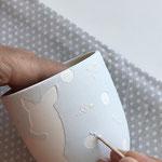 Setze dicke 3D Tupfen mit dem Holzstäbchen.
