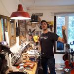 Nicolas Des Ormeaux dans son atelier upcycling