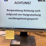 Sperrschilder schreiben im Büro (Burgwaldweg)...