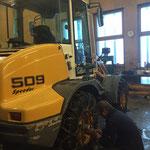 Radlader LH 509, Lenkung umstellen und Ketten nachziehen