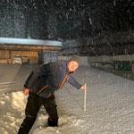 Morgendliche Schneemessung am Bauhof durch die Pflugfahrer