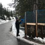 Zugertobelbrücke Geländererhöhung für Winterwanderweg anbringen