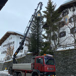 Christbaum- und Weihnachtsbeleuchtungen abbauen, mit Transporte Elsensohn