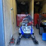 E-Skidoo nach Service wieder im Stützpunkt Heizwerk Zug garagieren