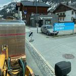 Kastentransport zum Feuerwehrhaus, mit Liebherr 509