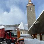 Unimog 530, Schneedepot fräsen am Kirchplatz...