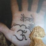 Caco en Hindi au henné ...