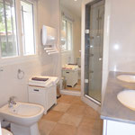 bathroom 1 en suite with double sink, makeup-mirror, hair dryer and towel air heater (as in each bathroom)