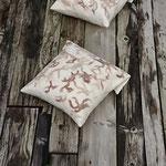 """Coussins """"Sentiers terrestres"""" avec rabats 42/44 cm en laine mérinos et mousseline de soie"""
