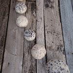 """Galets série """"Vagues"""" vue du dessous Ø de 10 à 21 cm en laine mérinos et mousseline de soie. Pièce unique"""