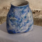 """Vase """"Miroir bleuté"""" H : 18 cm et Ø 17 cm environ en laine mérinos et soie. Pièce unique"""