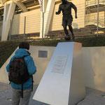 Statue de Raymond Kopa devant le stade rémois