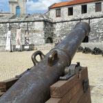 canon face à la forteresse El morro