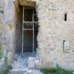Jeudi 3 juin - Rétablissement du jambage de la porte de la Tour Sud