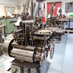 Mehrere Monotype Gussmaschinen hintereinander