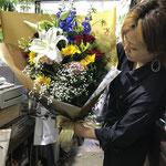 講演会の講師に渡す花束。8,000円税別。