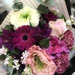 お誕生日用のブーケ。3,500円税別の花束。