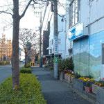 いちょう通りに入りましたらもう少し。千代田工業さんの少し先にネイルスタジオラニがあります!