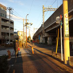 次の横断歩道を渡り右折です。そのままいちょう通りに入り道なり直進です