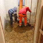 Kellerbodenvertiefung / Erdmaterial absaugen