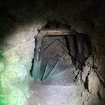Bergab ging es dann zum Teil im Inneren des Berges, in den alten italienischen Stollen