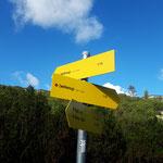 Hier gabelt sich der Weg - wir gehen zunächst Richtung rechts