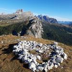 Auf dem Gipfel erwartet uns dieses aufgelegte Steinherz