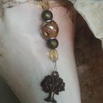 Schlüsselanhänger Baum des Lebens Bronze 1 mit mokkafarbener Schmuckperle mit silbernen Punkten,  olivgrünen Glanzperlen, hellgelben ovalen Glasperlen, Karabinerhaken