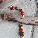 Weihnachtsdekoration Schwemmholzgirlande mit grosser, brauner Metallperle, roten und braunen Acrylperlen