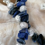 Kurze Halskette Kette Perlenkette mit Bergkristallperlen und Sodalithperlen und Splittern