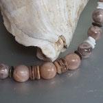 Perlen Halskette Perlenkette Edelstein Heilstein Isobel mit 12 und 14mm Mondstein Perlen, Bronzerondellen und weissen imitierten Muschelteilen aus Acryl